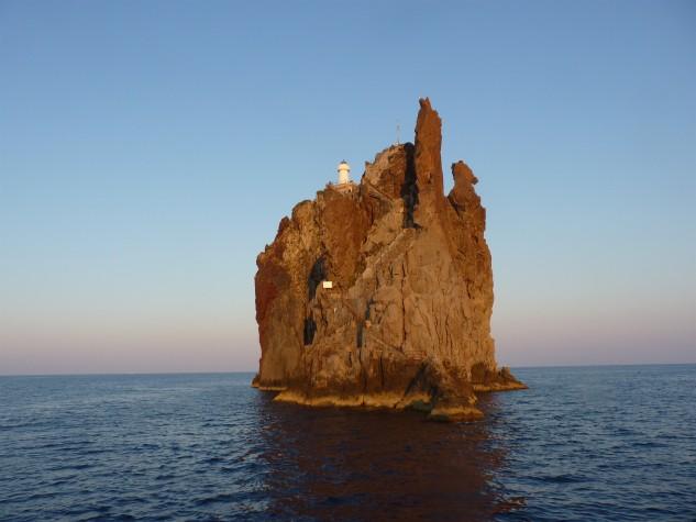 Isola di Stromboli e Strombolicchio1