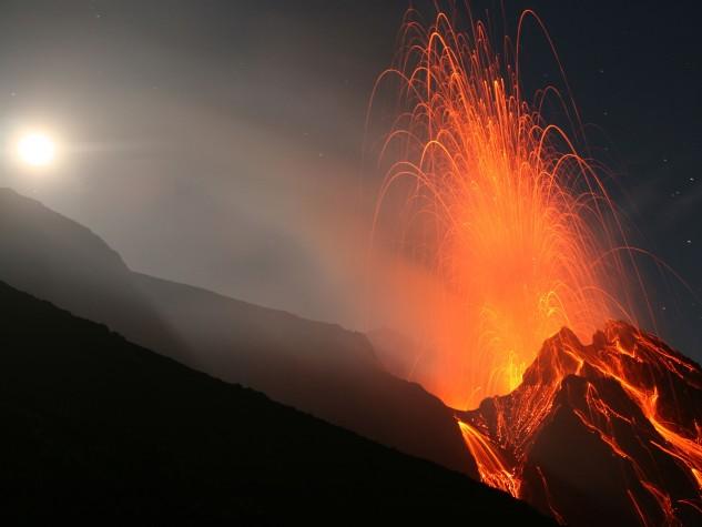 Vulcano-Stromboli-Isole-Eolie-a-nord-della-Sicilia-Italia
