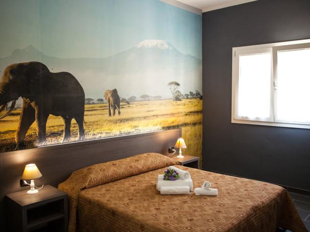 B&B Doric Bed Kilimanjaro Lephant 1