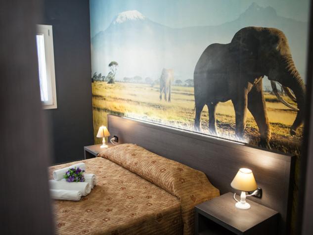 B&B Doric Bed Kilimanjaro Lephant 2
