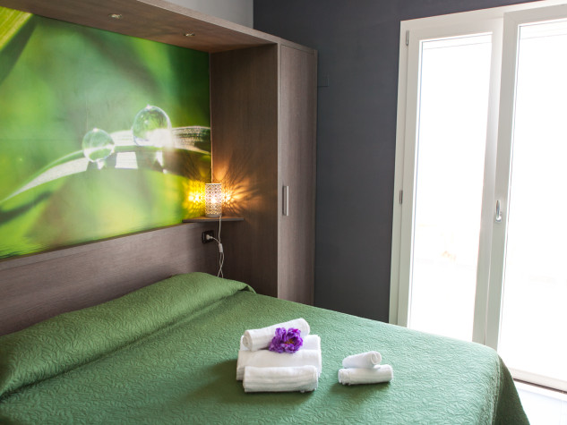 B&B Doric Bed Flora Shimmer 1
